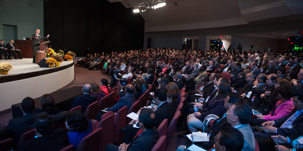 <b>ATTENTIVE AUDIENCE:</b> A packed hall listening to Adventist Church leader Wilson preach at world church headquarters in Silver Spring, Maryland, on Oct. 11, 2014. Credit: Ansel Oliver / ANN